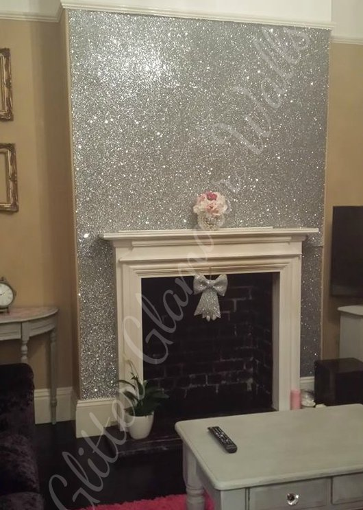 Glitter wallpaper glitter walls glitter glamour walls for Silver wallpaper living room